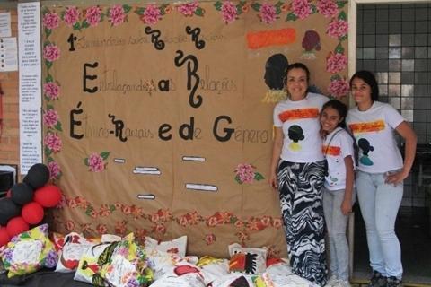 Entrelaçando as relações étnico-raciais e de gênero