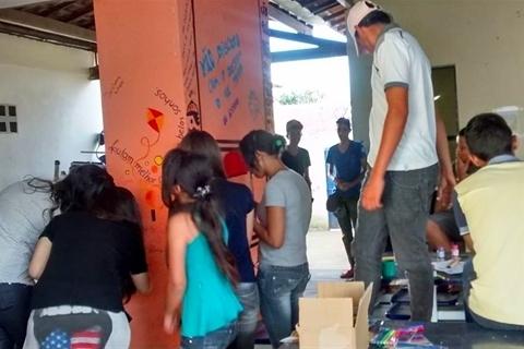 Poesia e protesto nos muros da escola